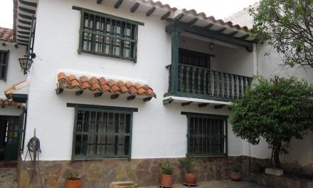 Casa a puerta cerrada a 4 cuadras de la plaza