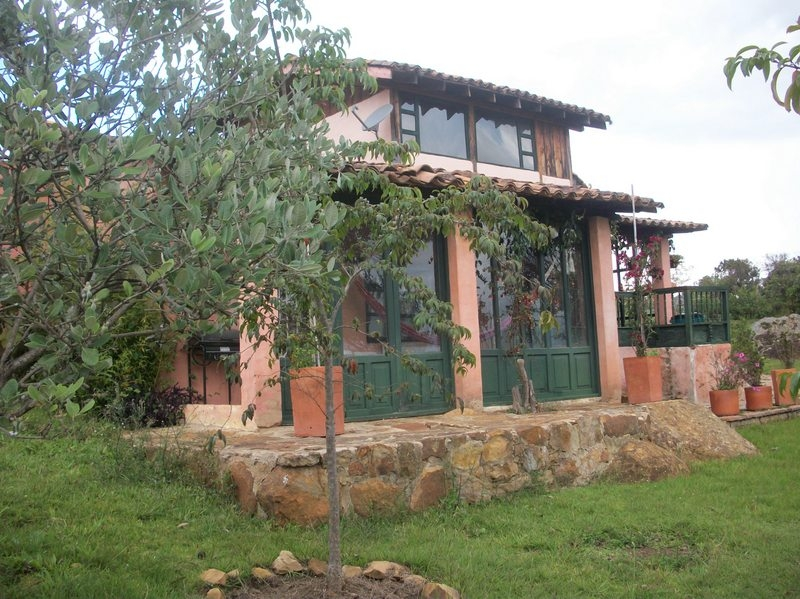 Conjunto de 3 casas cerca a Convento antiguo