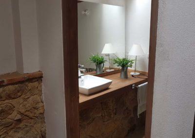 casa-jequeneque-alojamiento-bano3-alquiler-cabañas-villa-de-leyva-fincas-de-la-villa